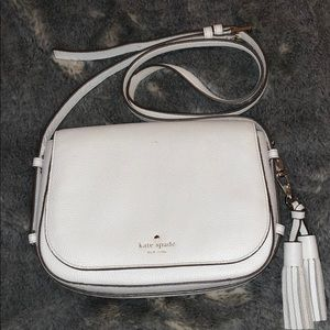 White Kate spade crossbody with tassels